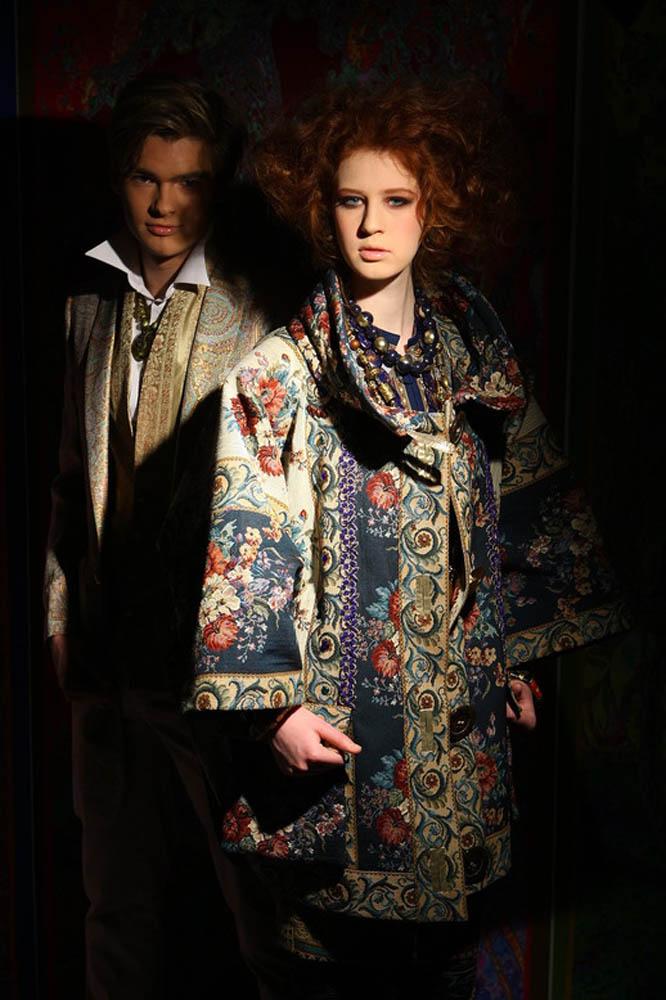 Пальто из гобелена «Цыганский» из коллекции Вячеслава Зайцева