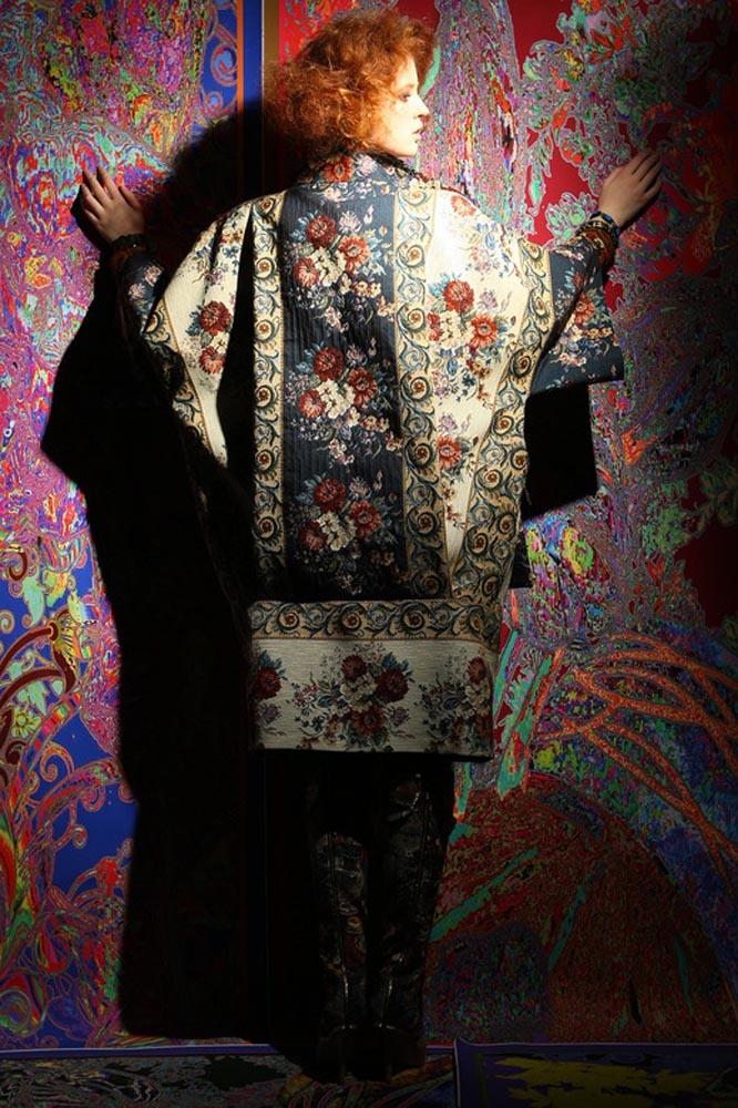 Гобеленовое пальто с широкими рукавами из коллекции Вячеслава Зайцева