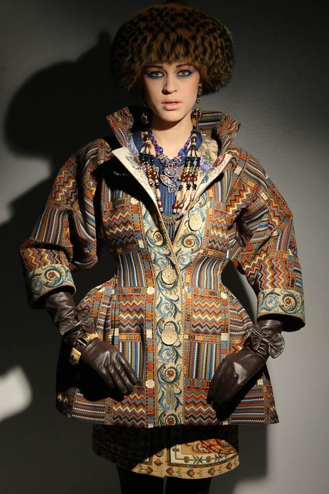Приталенное гобеленовое пальто из коллекции Вячеслава Зайцева