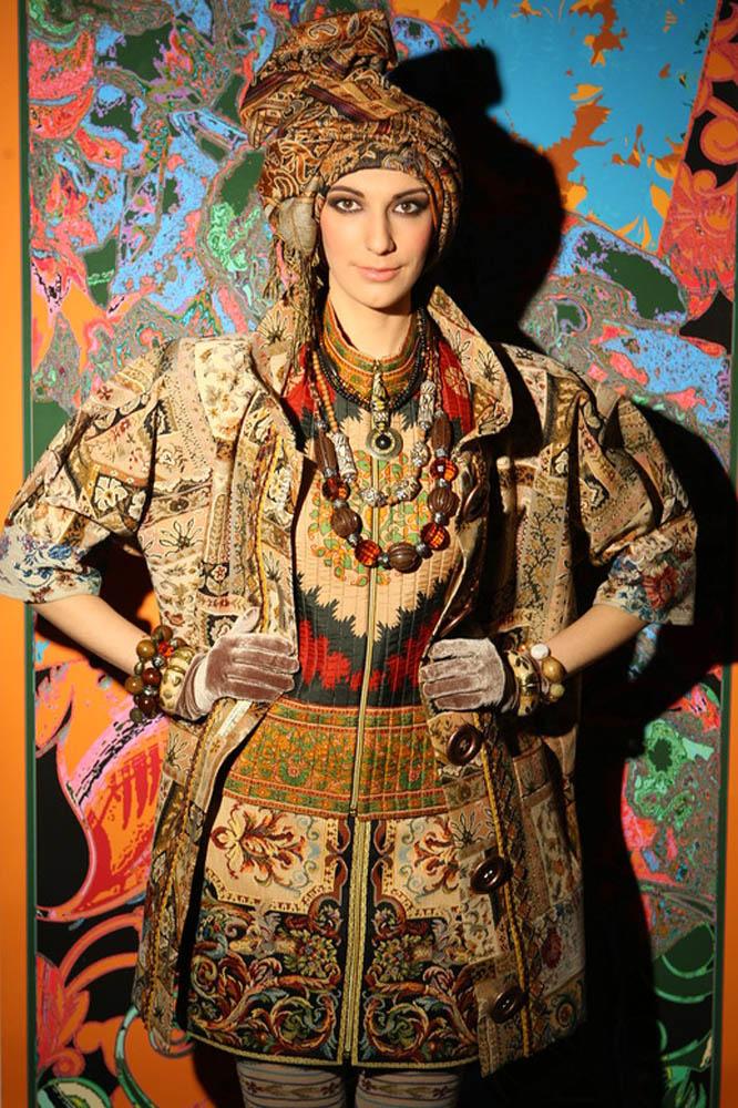 Гобеленовое пальто с деревянными пуговицами из коллекции Вячеслава Зайцева