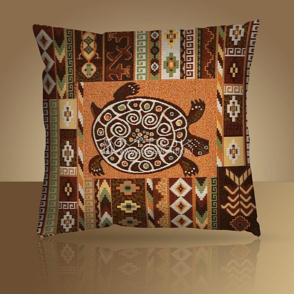 Декоративный чехол на подушку в стиле бохо «Этно-черепаха»