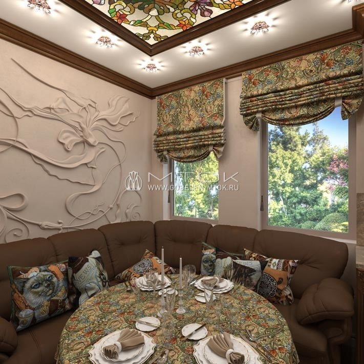 Интерьер классической кухни с римскими шторами из гобелена «Юнона светлая»