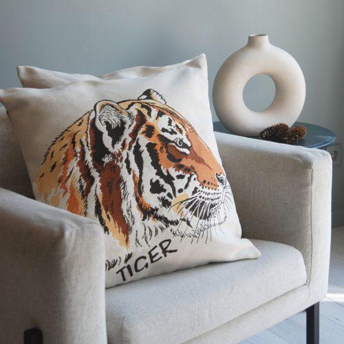 chehol-dekorativnyj-tigr-profil-s-nadpisyu-5022